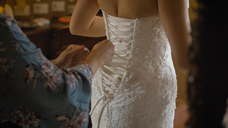 corset-tightening